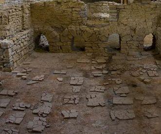 Innenansicht eines der Bäder in der römischen Badruine Hüfingen mit Resten des Bodenbelags